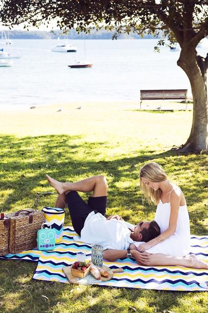 Sunnylife acapulco picnic blanket womens garden for Au maison picnic blanket
