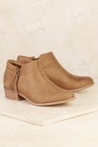 The muskat  taupe small2